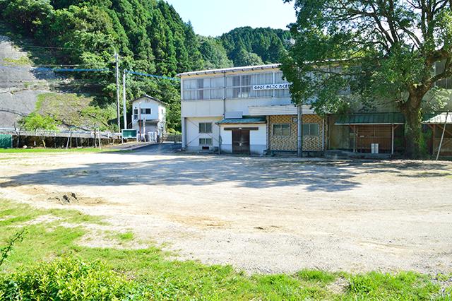 宮地東小学校 プールサイド