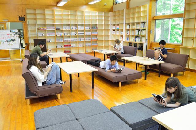 宮地東小学校 図書・多目的ホール